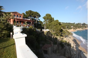 Unique villa on a Flat plot of 60 acres in the first line of the sea in a prime area of the Costa Brava