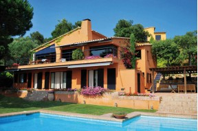 Designer Costa Brava property for sale with great sea wiews