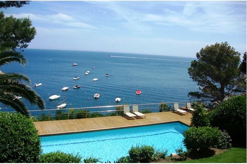 Maravillosa casa en primera linea de mar en costa brava piscina - Apartamentos en costa brava ...