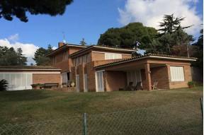 Stunning eight bedroom villa to renovate en Cabrera de Mar on the Maresme Coast, near Barcelona