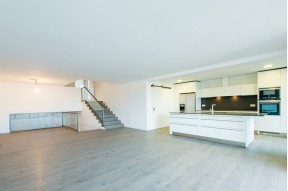The apartment in a high-rise building, a few steps from Turó Park in Barcelona's Zona Alta