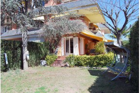 Двухэтажная квартира в закрытом комплексе в Sant Andreu de Llavaneras