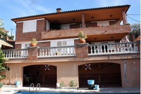 Great house with a pool in the lovely village of Caldes d'Estrac on the Maresme Coast