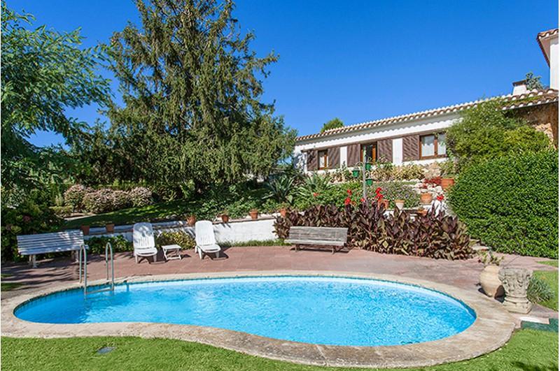 casas con jardin y piscina