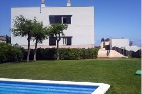 Spacieuse Maison avec belle zone commune et piscine dans la  Costa Dorada