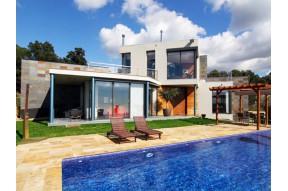 Новый современный дом в элитном поселке в городе Сант Андреу Льябанерас