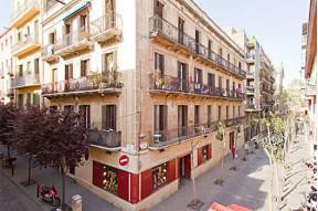 Apartamentos turísticos en edificio del 2007 en el barrio de Gracia, Barcelona.