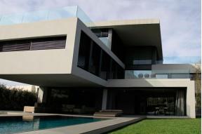 Красивый современный дом на продажу в желаемом городе Сант Кугат, в нескольких минутах езды от Барселоны